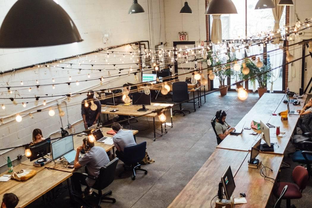 Le bureau connecté : l'avenir de l'espace de travail - Virtual Reality exhibition - Bob! Desk, logiciel de maintenance, GMAO, logiciel SAAS